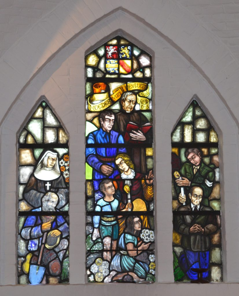 glas-in-lood ramen OLV kerk Maria van Renkum