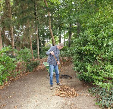 Vrijwilligers onderhouden park
